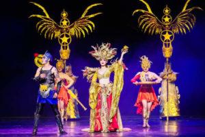 Вечернее шоу «золотой маски» с шикарными декорациями